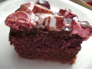d79cd790d7aad7a8 2 300x225 - עוגת שוקולד עסיסית ומטריפה