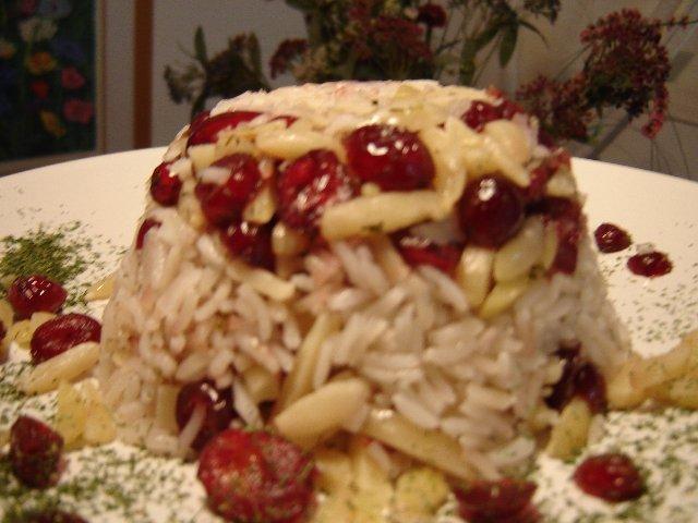 חמוציות שקדים - אורז בחמוציות ושקדים מולבנים