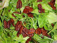 עלים פקאן - סלט ירוק ברוטב חמוץ מתוק