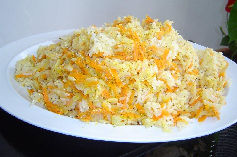 גזר בצל ושקדים - אורז מטוגן עם בצל גזר ושקדים