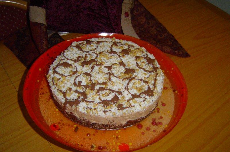 מוס תמרים גבינה - עוגת מוס חגיגית בארומה של חלבה ושקדים