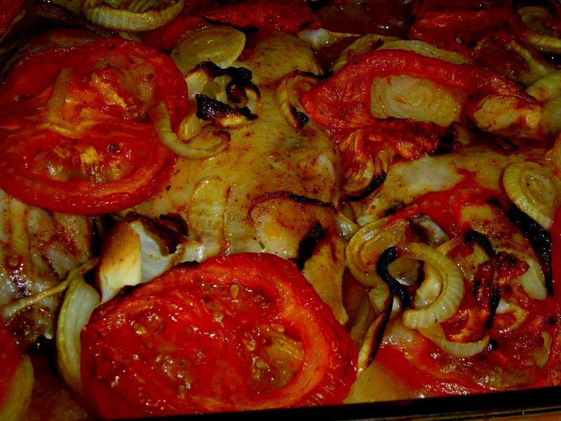 תפוחי תנור אמא - עוף בצלים ועגבניות על מצע תפוחי אדמה