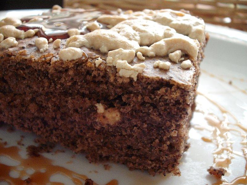 ציפוי חלבה - עוגת פרג ושוקולד