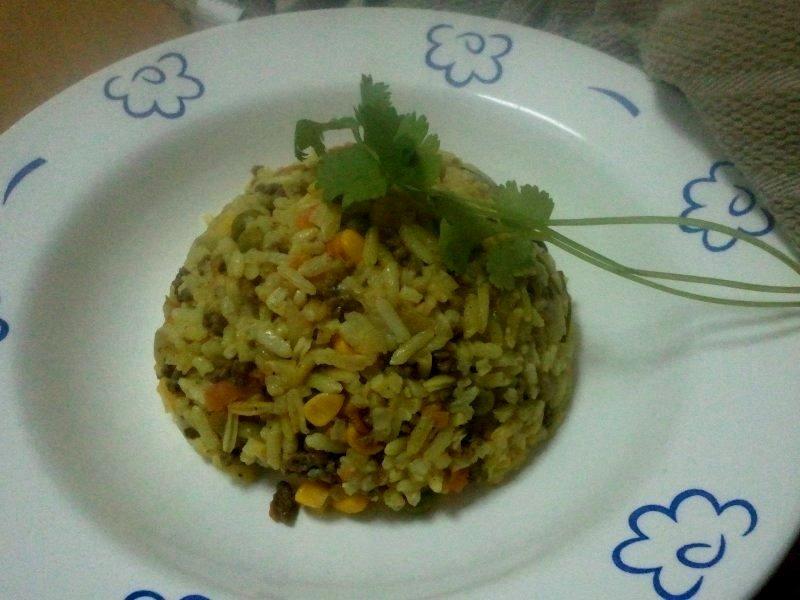 עם בשר אורי - אורז ובשר טחון - תבשיל בסיר