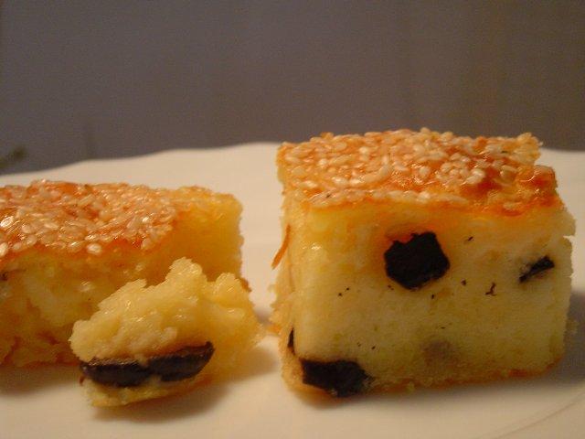גבינות - מאפה גבינה וזיתים בתבנית