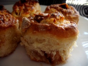 dscf7037 300x225 1 - סינרול תפוחים בבצק גבינה