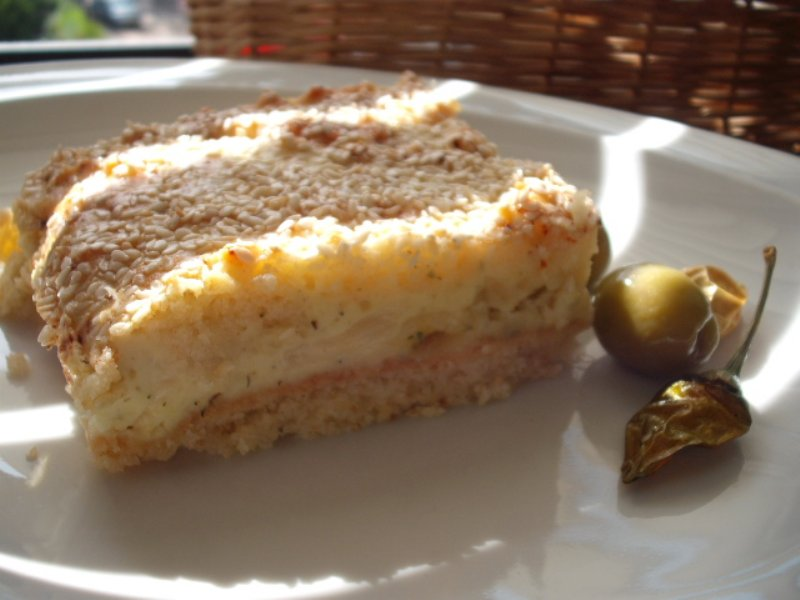 פירורים1 800x600 1 - עוגת גבינה מלוחה עם פירורים