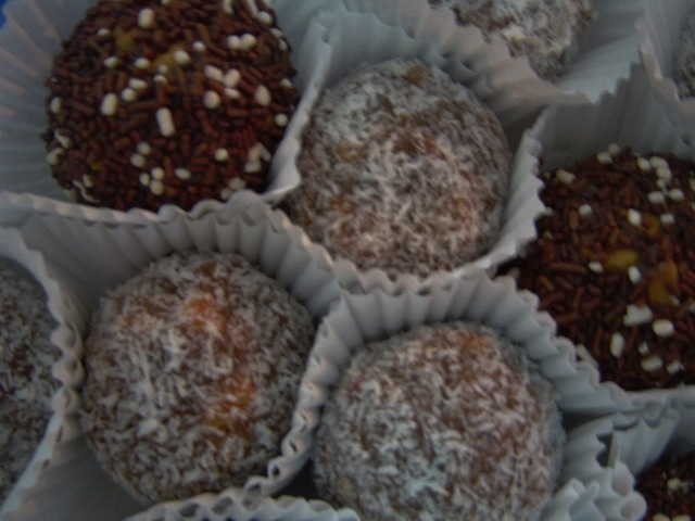 קרמל - מבחר כדורי שוקולד מיוחדים(או חיתוכיות)