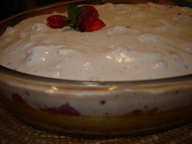d792d791d799d7a0d794 d799d7a9d7a8d790d79cd794 d7aad795d7aa - עוגת גבינה וקרם תותים