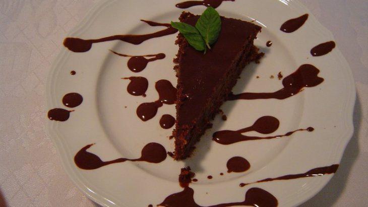 פרג שוקולדית 730x410 - טורט פרג (ישן) עסיסי בציפוי שוקולדה