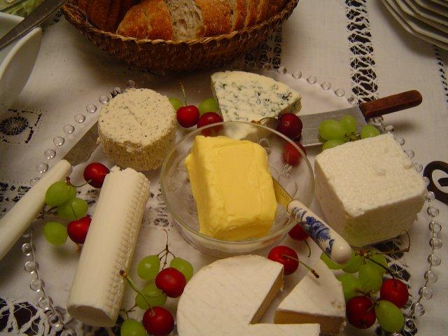 d792d791d799d7a0d795d7aa 07 - אירוח גבינות ויין