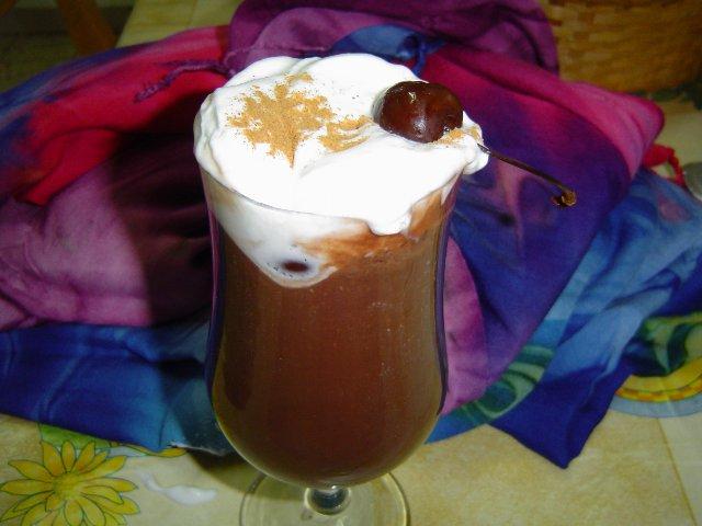 d7a9d795d7a7d795d79cd793d794d794 - משקה שוקולטה חם עם שוקולד צ'יפס