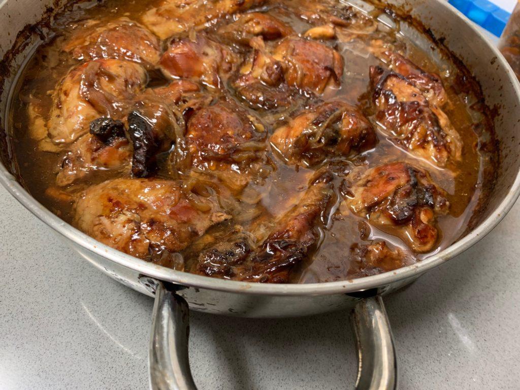 שזיפים - עוף עם שזיפים שחורים מיובשים גדוש טעמים